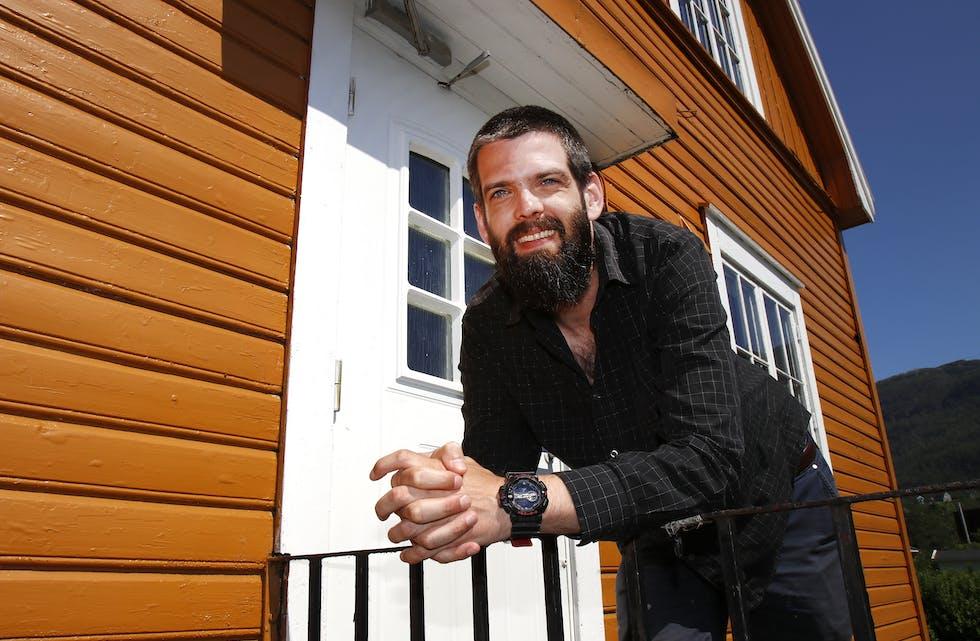 """Når Peter Thunheim ikkje er ute på oppdrag for """"Leger uten grenser"""", bruker han tid på å pusse opp huset sitt i Åbøbyen."""