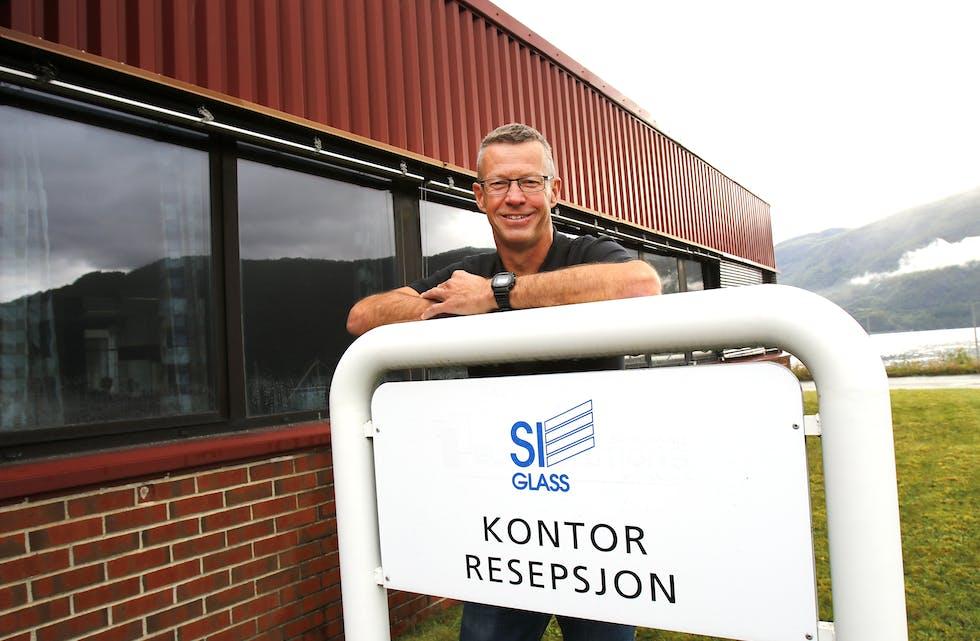 Eit halvt år etter at SI-Glass gjenoppstod og den gamle logoen blei børsta støvet av, kan plassjef Lars Sigve Søndenå konstatere at fabrikken klarer seg bra på eigne bein.