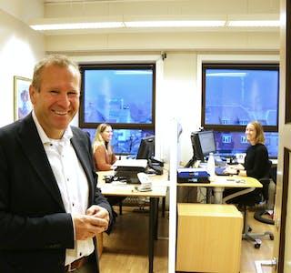 I økonomiavdelinga deler Anne Jorun Hauge og Elin Dahl-Olsen kontor. Utan ventilasjonsanlegg blir det, ifølge rådmann rune Kloster Tvedt, fort varm og tung luft inne i kontora på rådhuset.