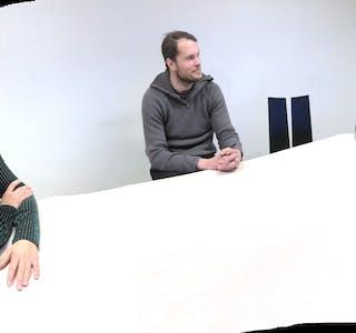Sigrid Bojesen Fatnes, Morten Maldal og Vegard Birkeland Rød ber om forståing for at politikarane må ta vanskelege val når kommunen sine inntekter er under sterkt press.