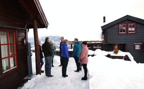 I januar 2019 var formannskapet på synfaring ved ei hytte der eigaren ønska å bygge ut. Framleis pågår saka.