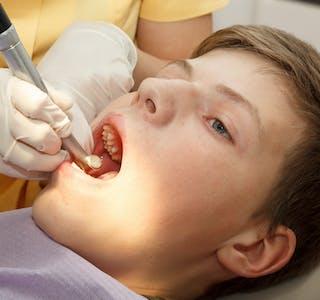 Kun éin av tre 18-åringar i Sauda gjekk ut frå tannhelsesjekk utan å ha fått påvist karies.