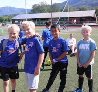 Håkon Ramsnes Hammersland (snart 8), Ingvald Sørheim Tjeldsflåt (8), Mohammed Ali Haydar Al-Ahmed og Simon Landro (7) speler saman på Sauda IL sitt G8-lag.