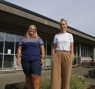 Hildeborg Juvet Hugdal (til venstre) og Jill Merete Bergsbakk er saman med resten av styrkeløftgruppa til Sauda idrettslag årets arrangør av NM i benkpress med utstyr.