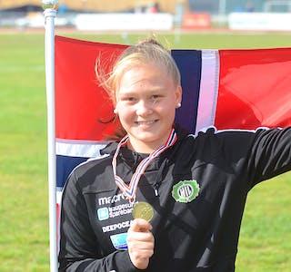 Hanna Haugsvær har tatt store steg i kulestøyt og diskos, og har som mål å kvalifisere seg for EM i 2022. Ho er tildelt støtte frå Sparebankstiftelsen til vidare satsing.