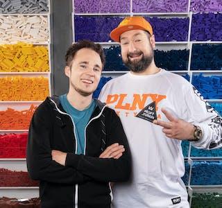 Are Odland og Grzegorz Gorczynski (til høgre) vann første runde i Lego Masters på TV2.