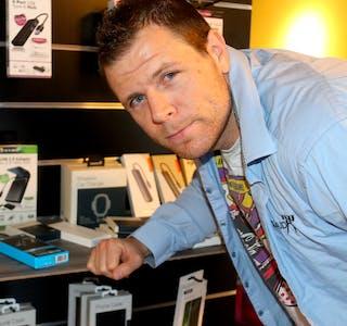 Alexander Hauge (32) har drive med sal og service i elektronikkbransjen i eitt år. No har han opna ny butikk i sentrum av Sauda.