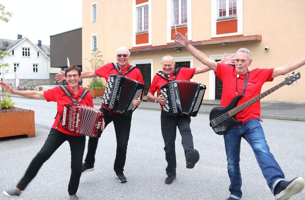 Klare for tjo og hei. Frå venstre: Solveig Ilstad, Oddvar Flåtnes, Andreas Fattnes og Ingve Handeland.